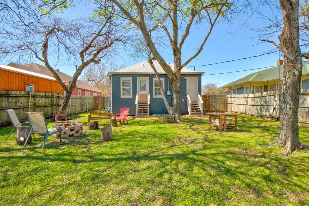 2507 Lipscomb  Street, Fort Worth, Texas 76110 - acquisto real estate best park cities realtor kim miller best staging agent