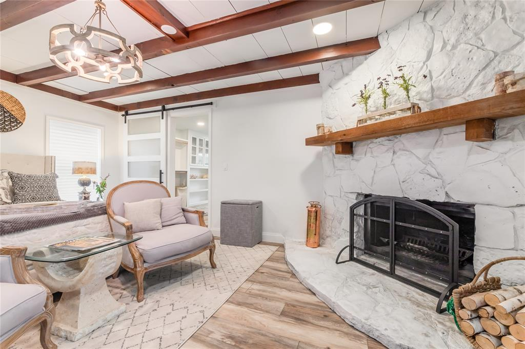 1209 Pine Street, Grapevine, Texas 76051 - acquisto real estaet best boutique real estate firm in texas for high net worth sellers