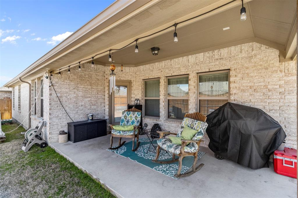 409 Foxtail Court, Waxahachie, Texas 75165 - acquisto real estate best park cities realtor kim miller best staging agent