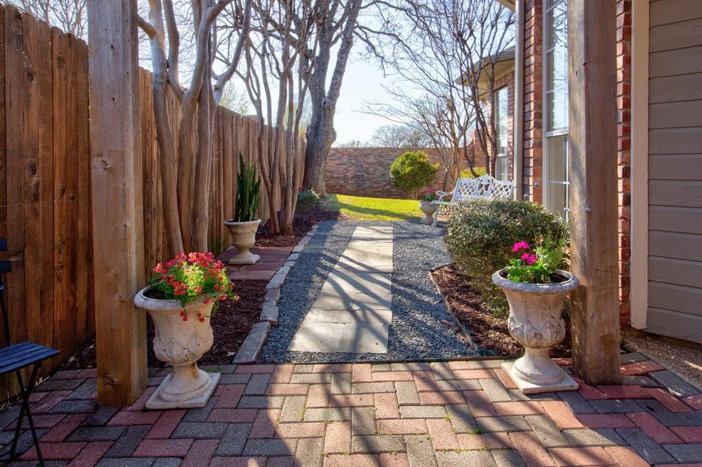 4700 Village Oak Drive, Arlington, Texas 76017 - acquisto real estate best realtor dallas texas linda miller agent for cultural buyers