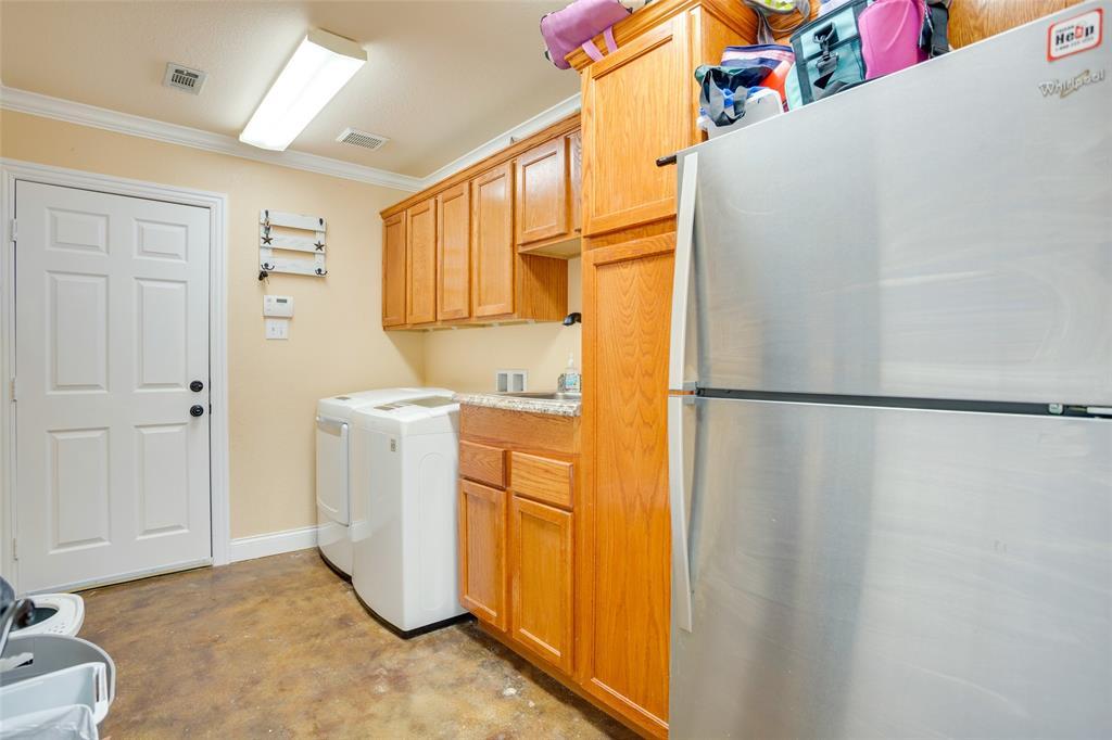 1341 Spinnaker Lane, Azle, Texas 76020 - acquisto real estate best negotiating realtor linda miller declutter realtor