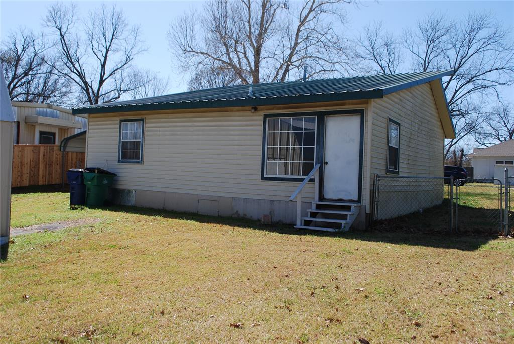 202 McFall Street, Whitesboro, Texas 76273 - acquisto real estate best prosper realtor susan cancemi windfarms realtor