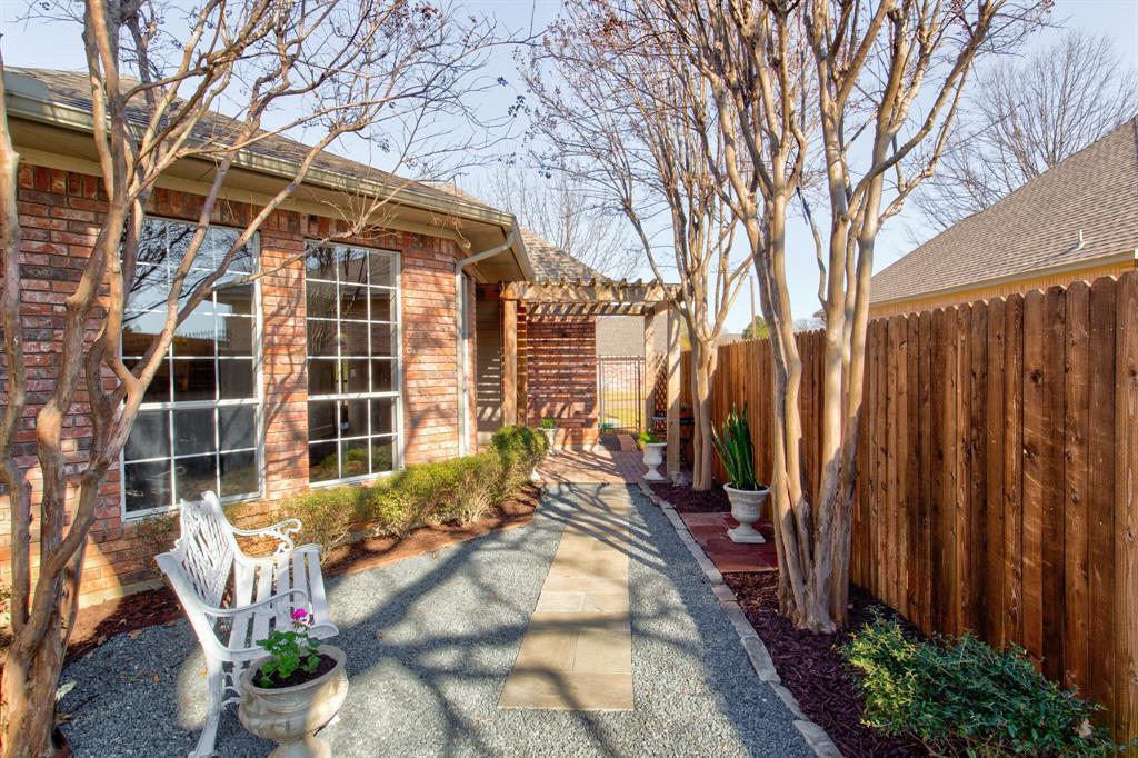4700 Village Oak Drive, Arlington, Texas 76017 - acquisto real estate best realtor foreclosure real estate mike shepeherd walnut grove realtor