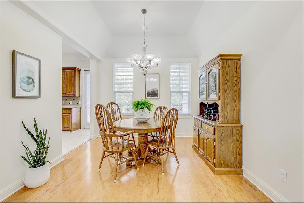 5800 La Vista Drive, Dallas, Texas 75206 - acquisto real estate best flower mound realtor jody daley lake highalands agent of the year