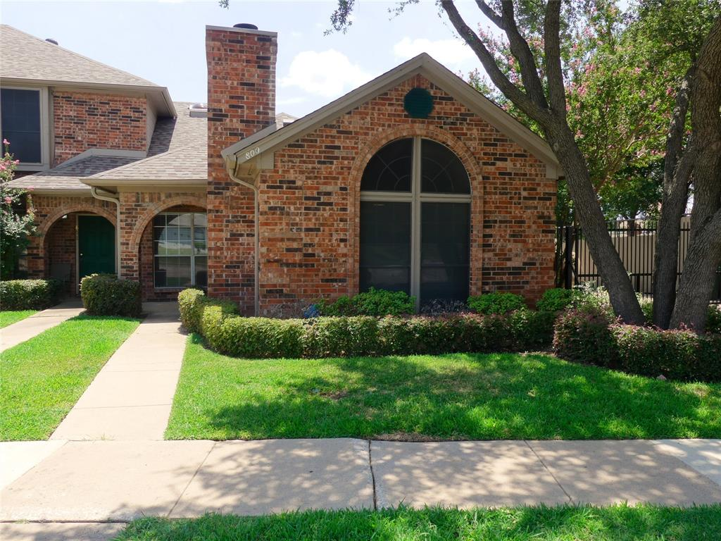800 Custer  Street, Arlington, Texas 76014 - Acquisto Real Estate best plano realtor mike Shepherd home owners association expert