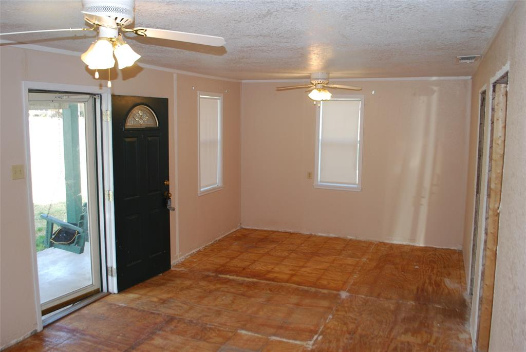 202 McFall Street, Whitesboro, Texas 76273 - acquisto real estate best real estate company to work for