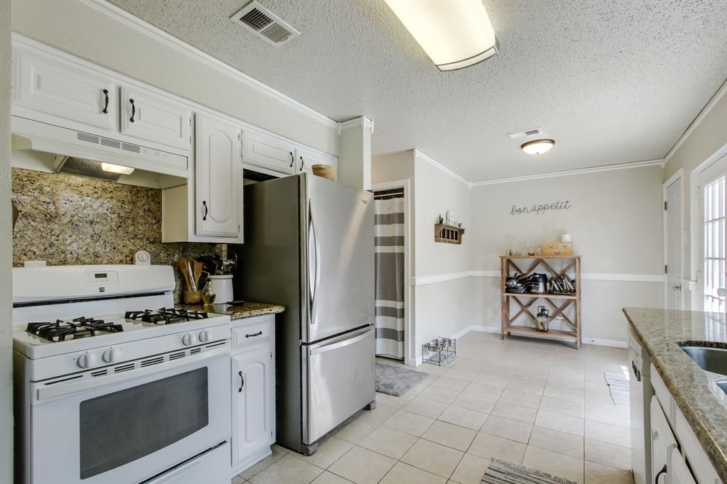 822 Century Park Drive, Garland, Texas 75040 - acquisto real estate best photos for luxury listings amy gasperini quick sale real estate