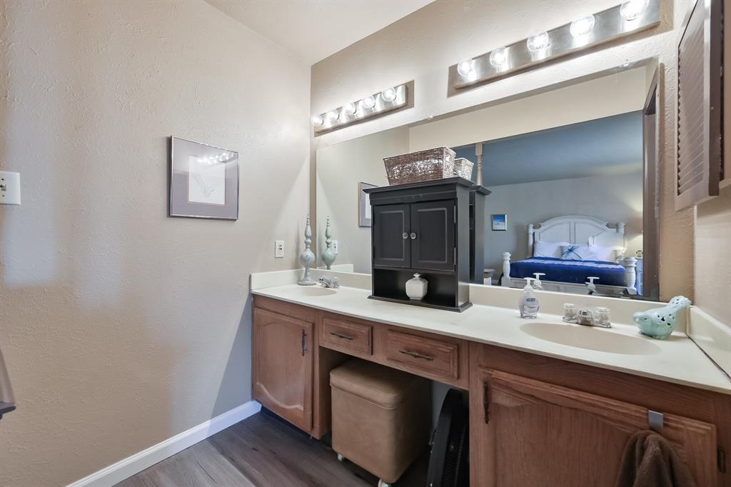 3916 Wrenwood Drive, Fort Worth, Texas 76137 - acquisto real estate best celina realtor logan lawrence best dressed realtor