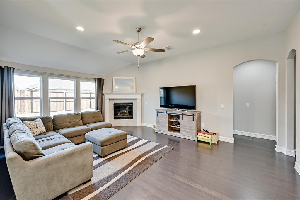 3200 Paxon Drive, Mansfield, Texas 76084 - acquisto real estate best realtor dallas texas linda miller agent for cultural buyers