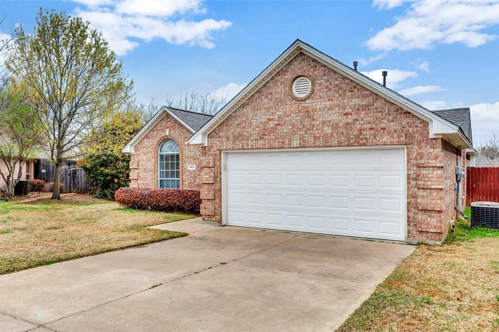 1811 Swaim Court, Arlington, Texas 76001 - acquisto real estate best allen realtor kim miller hunters creek expert