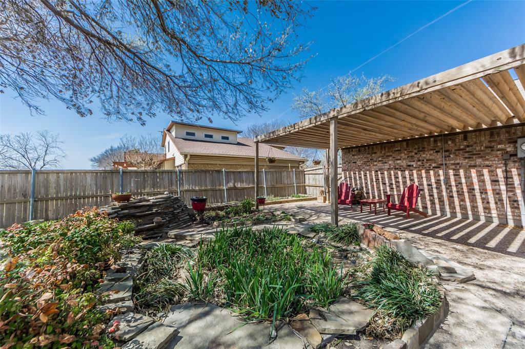 2412 Via Bonita  Carrollton, Texas 75006 - acquisto real estate best plano real estate agent mike shepherd