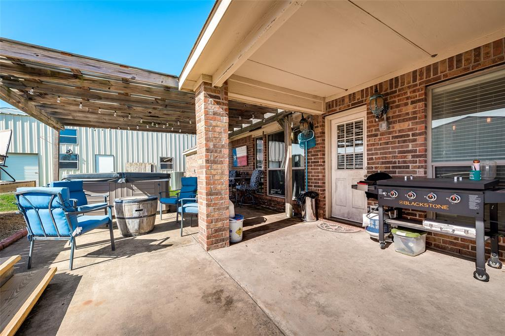 402 Champions Court, Crandall, Texas 75114 - acquisto real estate best realtor foreclosure real estate mike shepeherd walnut grove realtor