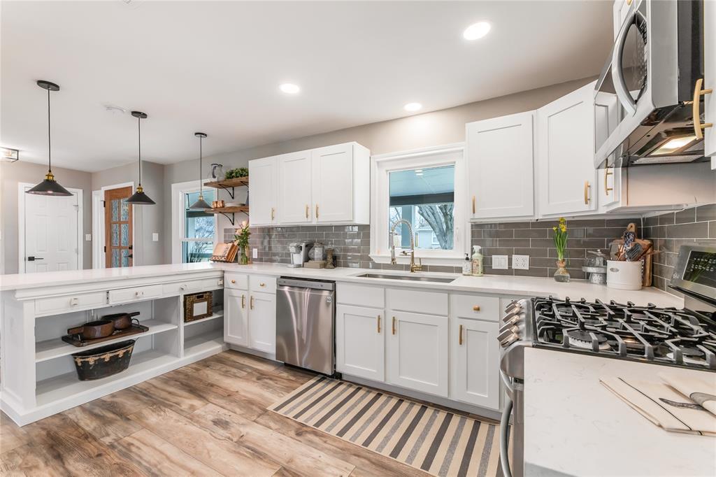 1209 Pine Street, Grapevine, Texas 76051 - acquisto real estate best prosper realtor susan cancemi windfarms realtor