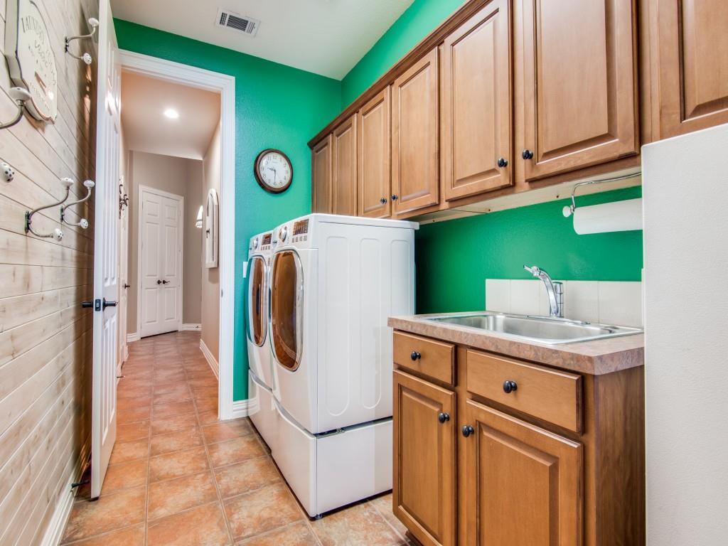 9005 Crestview Drive, Denton, Texas 76207 - acquisto real estate best plano real estate agent mike shepherd