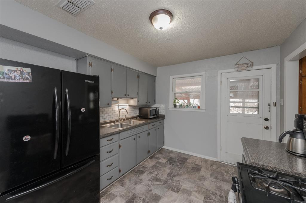 2217 Denison Street, Denton, Texas 76201 - acquisto real estate best real estate company to work for