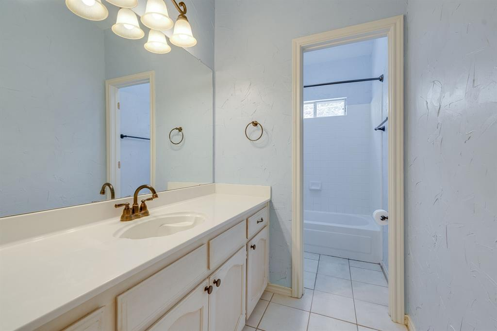 1613 Pheasant Lane, Southlake, Texas 76092 - acquisto real estate best park cities realtor kim miller best staging agent