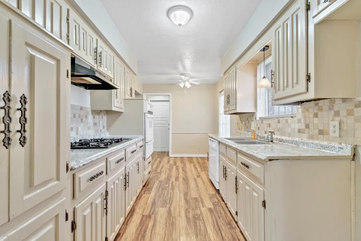 914 Highfall Drive, Dallas, Texas 75232 - acquisto real estate best prosper realtor susan cancemi windfarms realtor