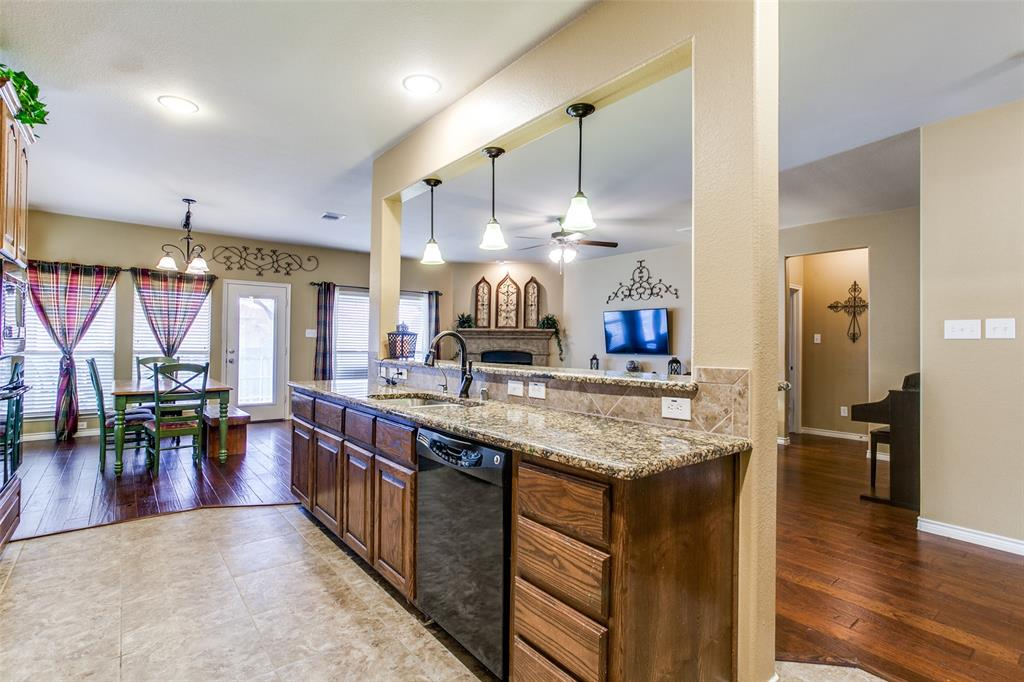 1117 Kerrville Way, McKinney, Texas 75072 - acquisto real estate best real estate company to work for