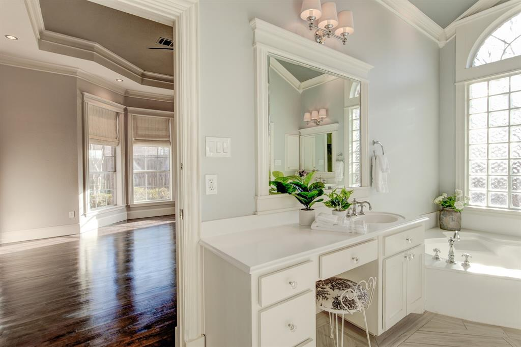 4700 Village Oak Drive, Arlington, Texas 76017 - acquisto real estate best park cities realtor kim miller best staging agent