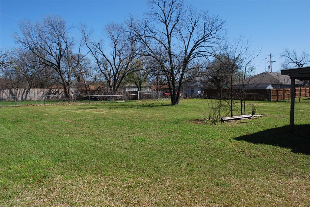 202 McFall Street, Whitesboro, Texas 76273 - acquisto real estate best highland park realtor amy gasperini fast real estate service
