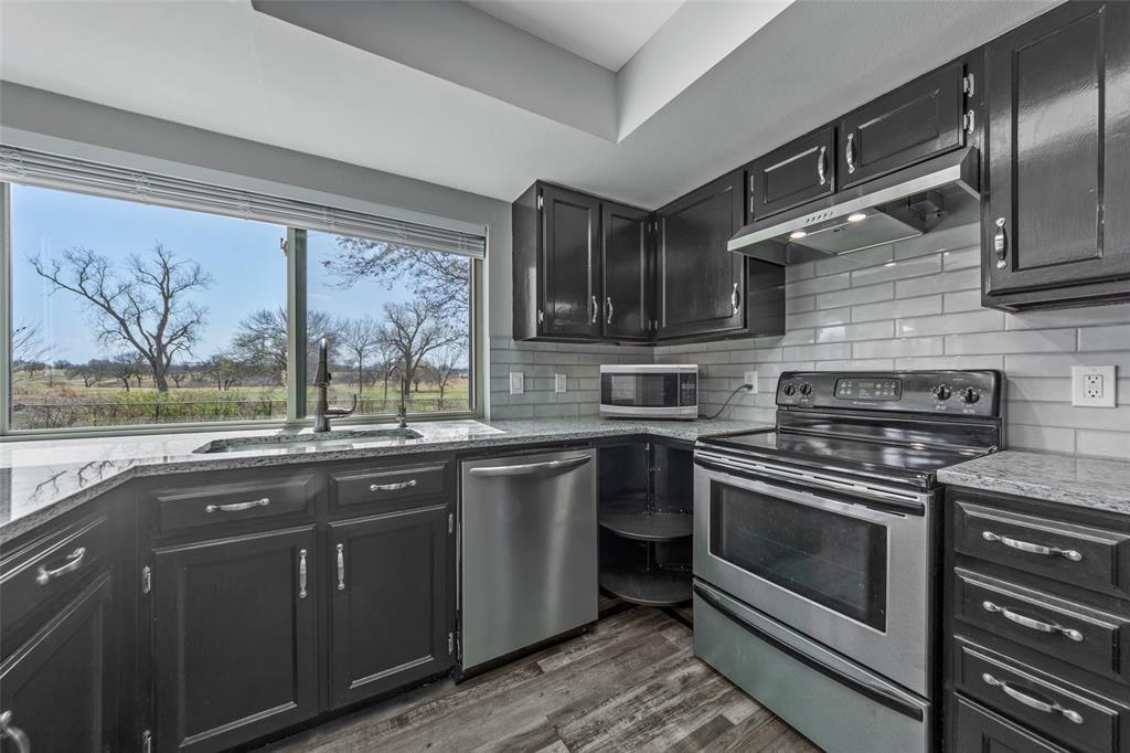 2412 Via Bonita  Carrollton, Texas 75006 - acquisto real estate best real estate company to work for