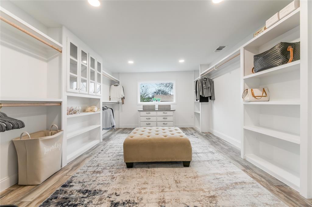 1209 Pine Street, Grapevine, Texas 76051 - acquisto real estate best negotiating realtor linda miller declutter realtor