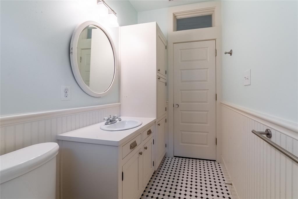 1325 Fairmount Avenue, Fort Worth, Texas 76104 - acquisto real estate best negotiating realtor linda miller declutter realtor