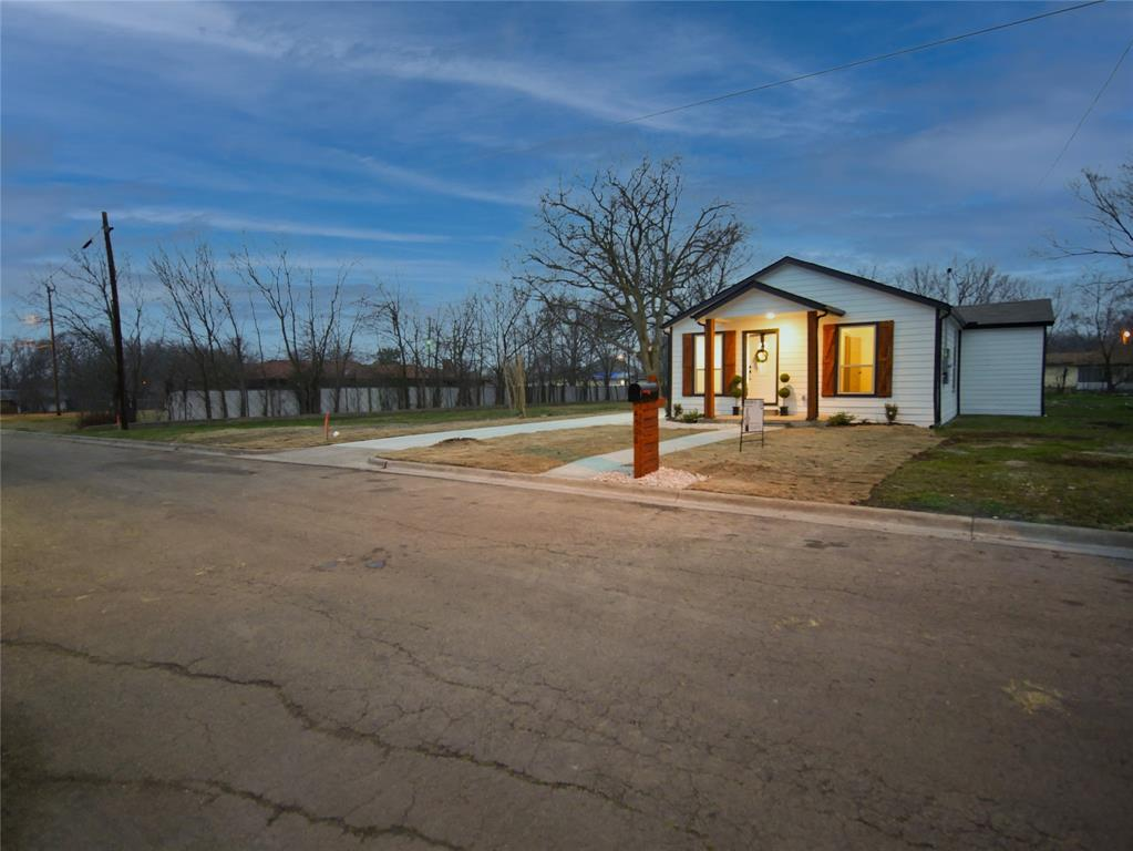 4506 Pickett Street, Greenville, Texas 75401 - acquisto real estate best realtor foreclosure real estate mike shepeherd walnut grove realtor