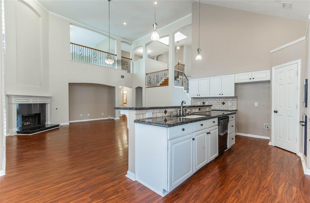 529 Salisbury Drive, Grand Prairie, Texas 75052 - acquisto real estate best real estate company to work for