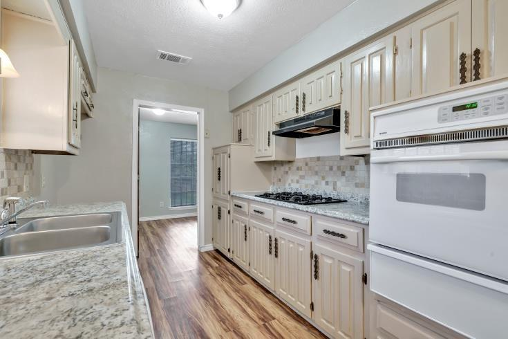 914 Highfall Drive, Dallas, Texas 75232 - acquisto real estate best real estate company to work for