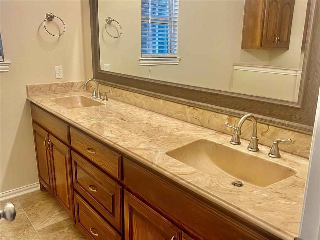 719 Katherine Court, Duncanville, Texas 75137 - acquisto real estate best highland park realtor amy gasperini fast real estate service