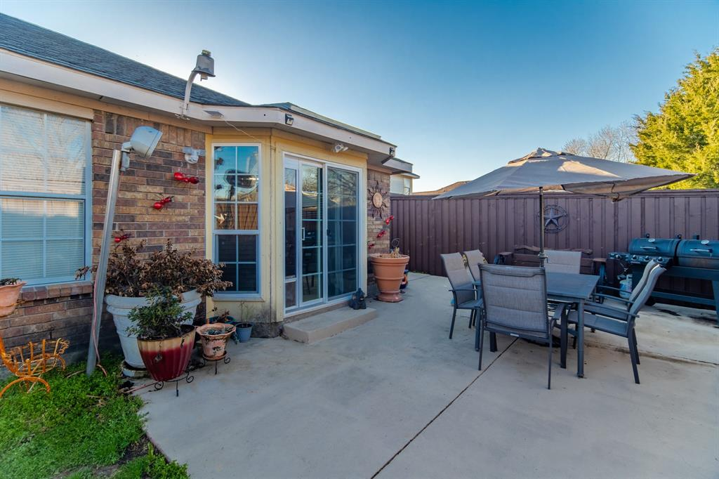 3314 Wilmington  Drive, Grand Prairie, Texas 75052 - acquisto real estate best plano real estate agent mike shepherd