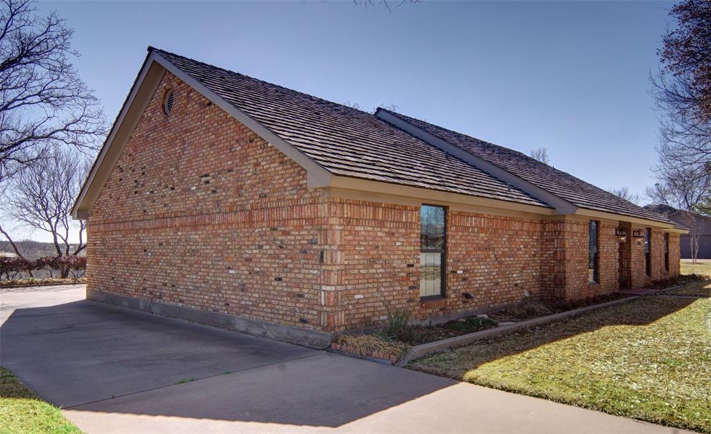 1516 Oak Forest Drive, Graham, Texas 76450 - acquisto real estate best realtor dallas texas linda miller agent for cultural buyers