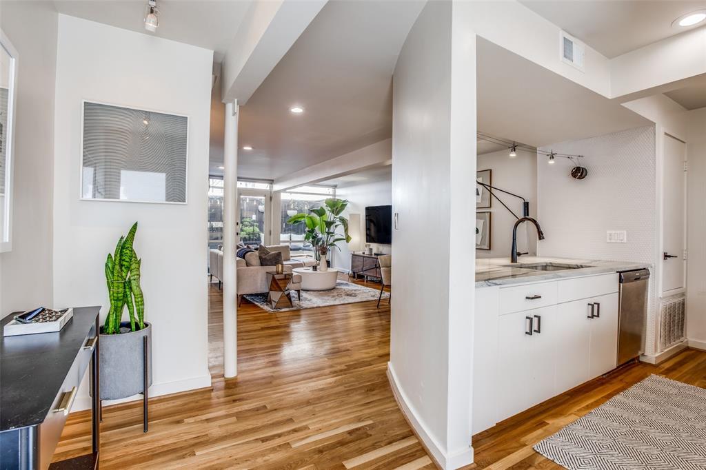 4251 Buena Vista Street, Dallas, Texas 75205 - acquisto real estate best highland park realtor amy gasperini fast real estate service