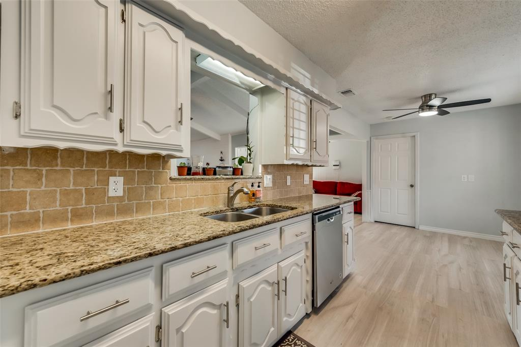 305 Stony Creek Drive, DeSoto, Texas 75115 - acquisto real estate best real estate company to work for