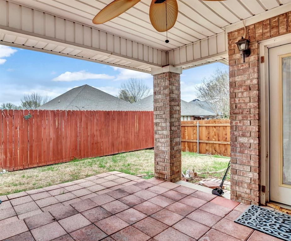 1811 Swaim Court, Arlington, Texas 76001 - acquisto real estate best negotiating realtor linda miller declutter realtor