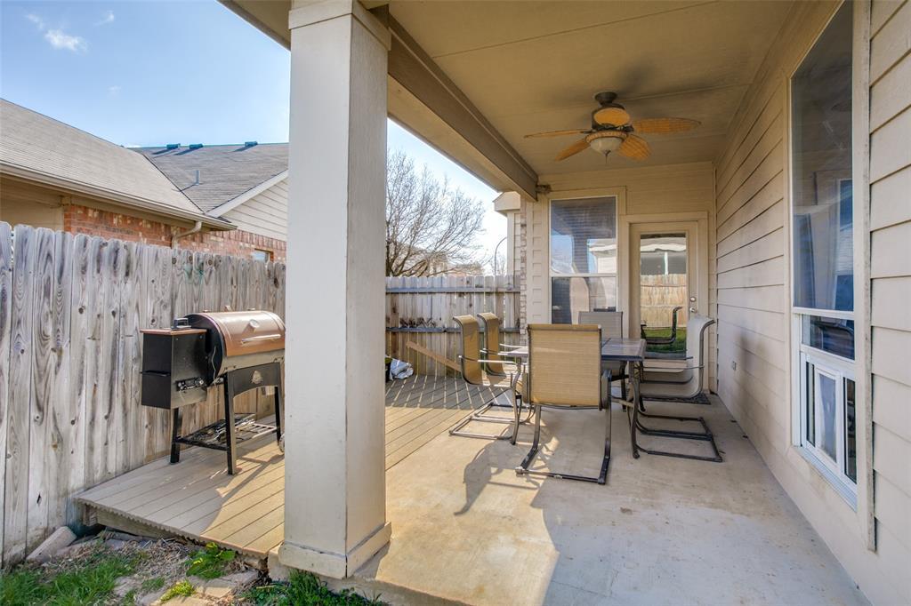 528 Winbridge Lane, Fort Worth, Texas 76052 - acquisto real estate best frisco real estate agent amy gasperini panther creek realtor