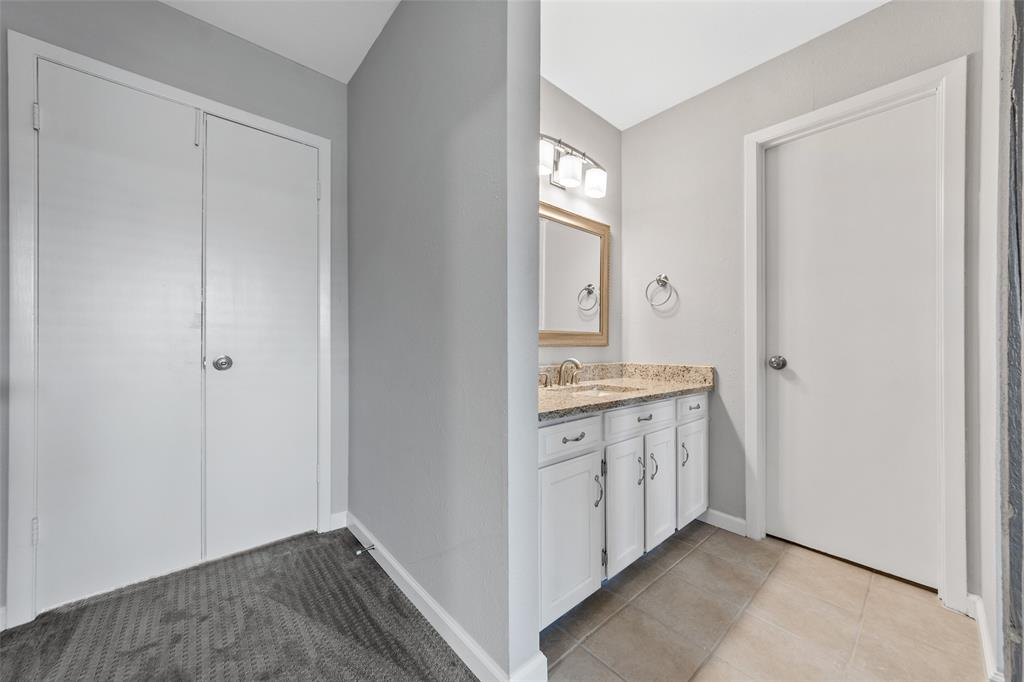 2412 Via Bonita  Carrollton, Texas 75006 - acquisto real estate best investor home specialist mike shepherd relocation expert