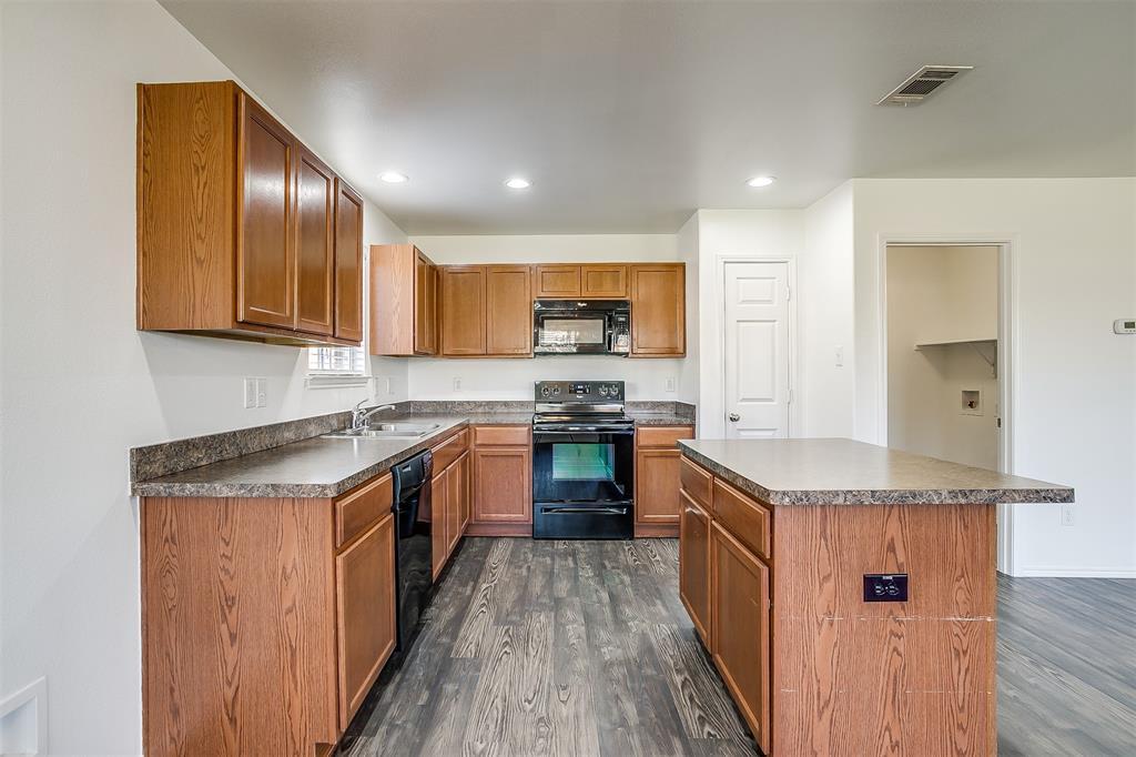 1261 Boxwood Lane, Burleson, Texas 76028 - acquisto real estate best photo company frisco 3d listings