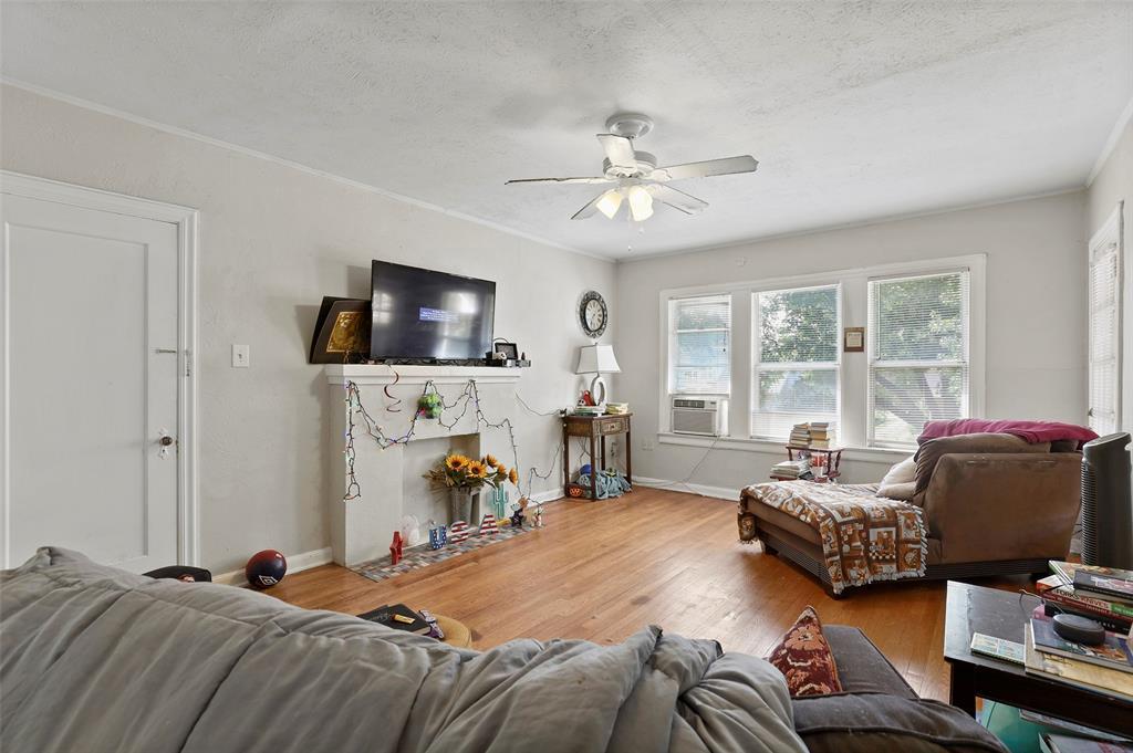 5930 Victor Street, Dallas, Texas 75214 - acquisto real estate best the colony realtor linda miller the bridges real estate