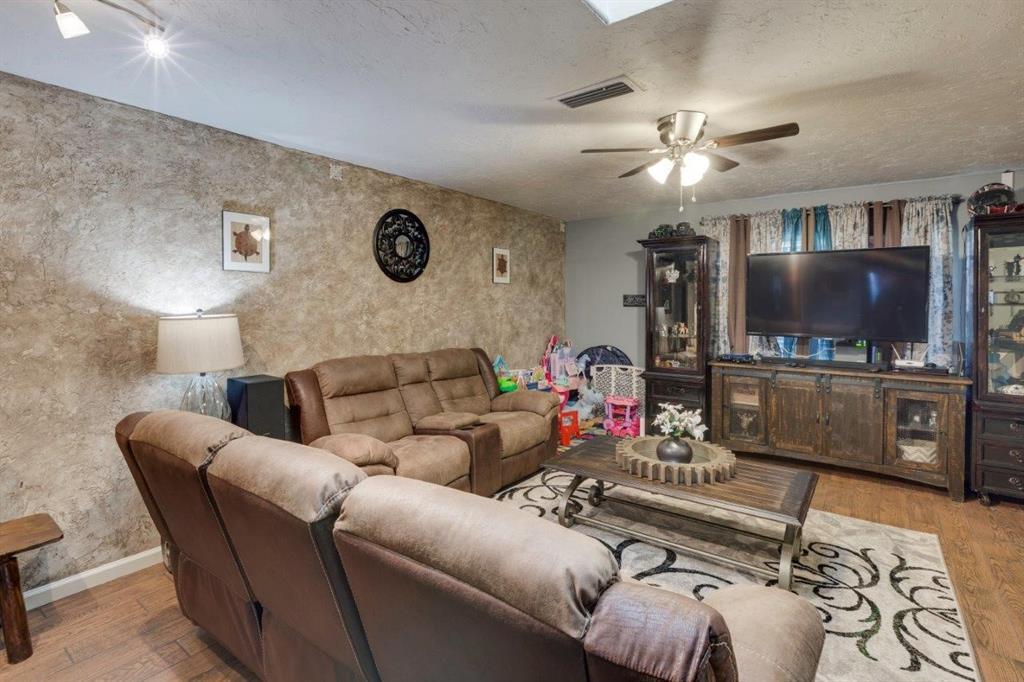4434 Wind River Lane, Garland, Texas 75042 - acquisto real estate best prosper realtor susan cancemi windfarms realtor