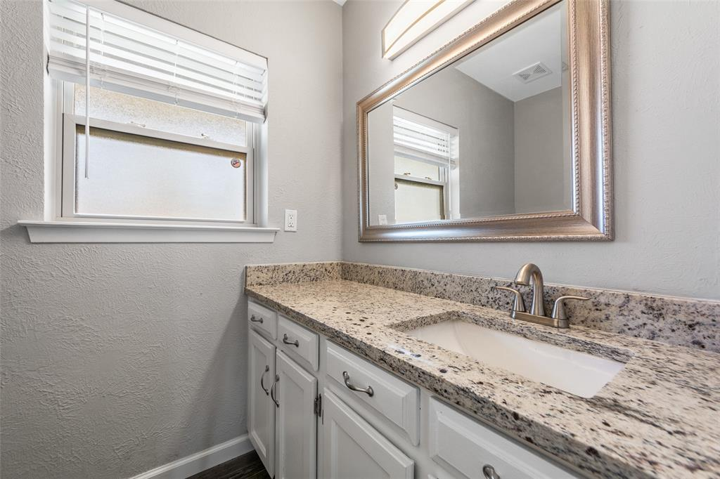 2412 Via Bonita  Carrollton, Texas 75006 - acquisto real estate best realtor foreclosure real estate mike shepeherd walnut grove realtor