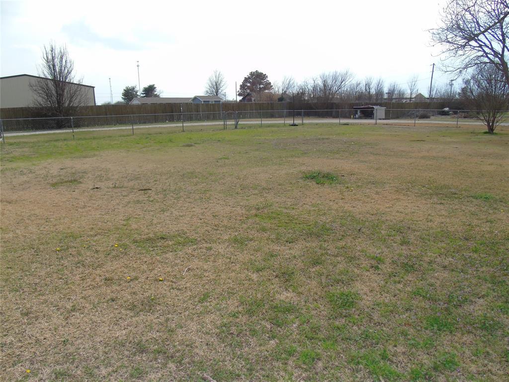 768 Sadler Road, Whitesboro, Texas 76273 - acquisto real estate best negotiating realtor linda miller declutter realtor