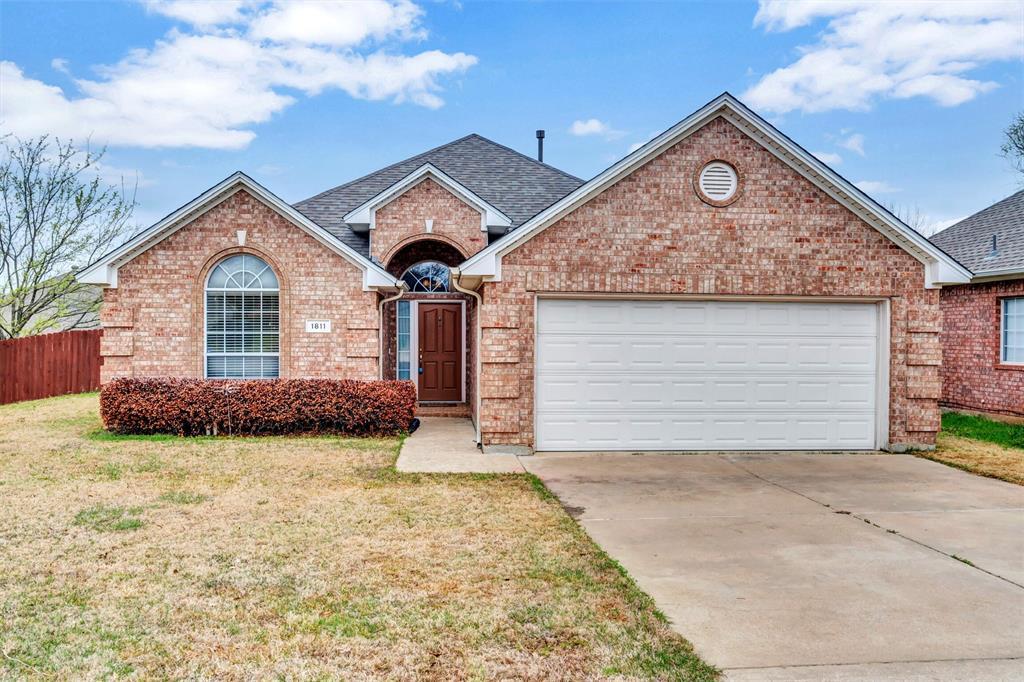 1811 Swaim Court, Arlington, Texas 76001 - Acquisto Real Estate best plano realtor mike Shepherd home owners association expert