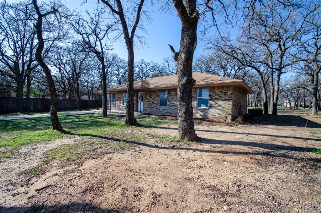 106 Fiesta Court, Chico, Texas 76431 - acquisto real estate best realtor foreclosure real estate mike shepeherd walnut grove realtor