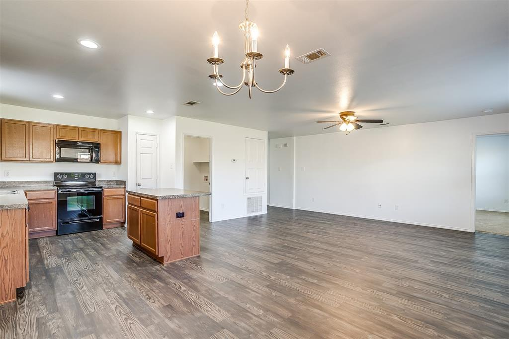 1261 Boxwood Lane, Burleson, Texas 76028 - acquisto real estate best realtor dallas texas linda miller agent for cultural buyers
