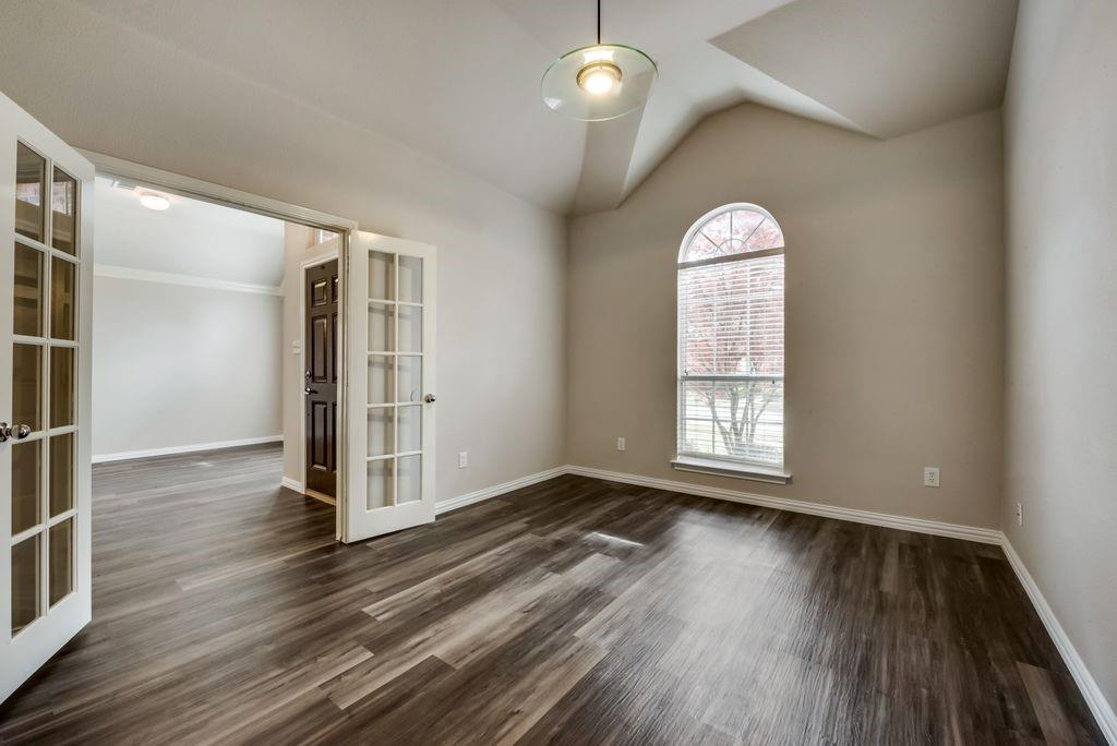 1917 Parktree Drive, Arlington, Texas 76001 - acquisto real estate best celina realtor logan lawrence best dressed realtor