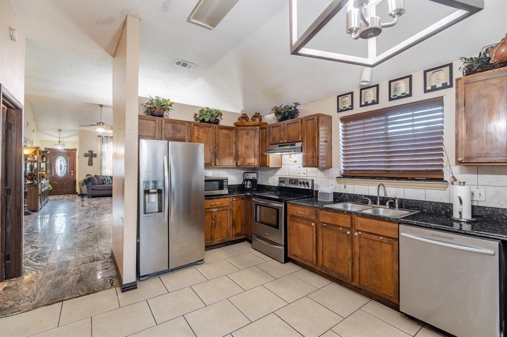 3314 Wilmington  Drive, Grand Prairie, Texas 75052 - acquisto real estate best new home sales realtor linda miller executor real estate