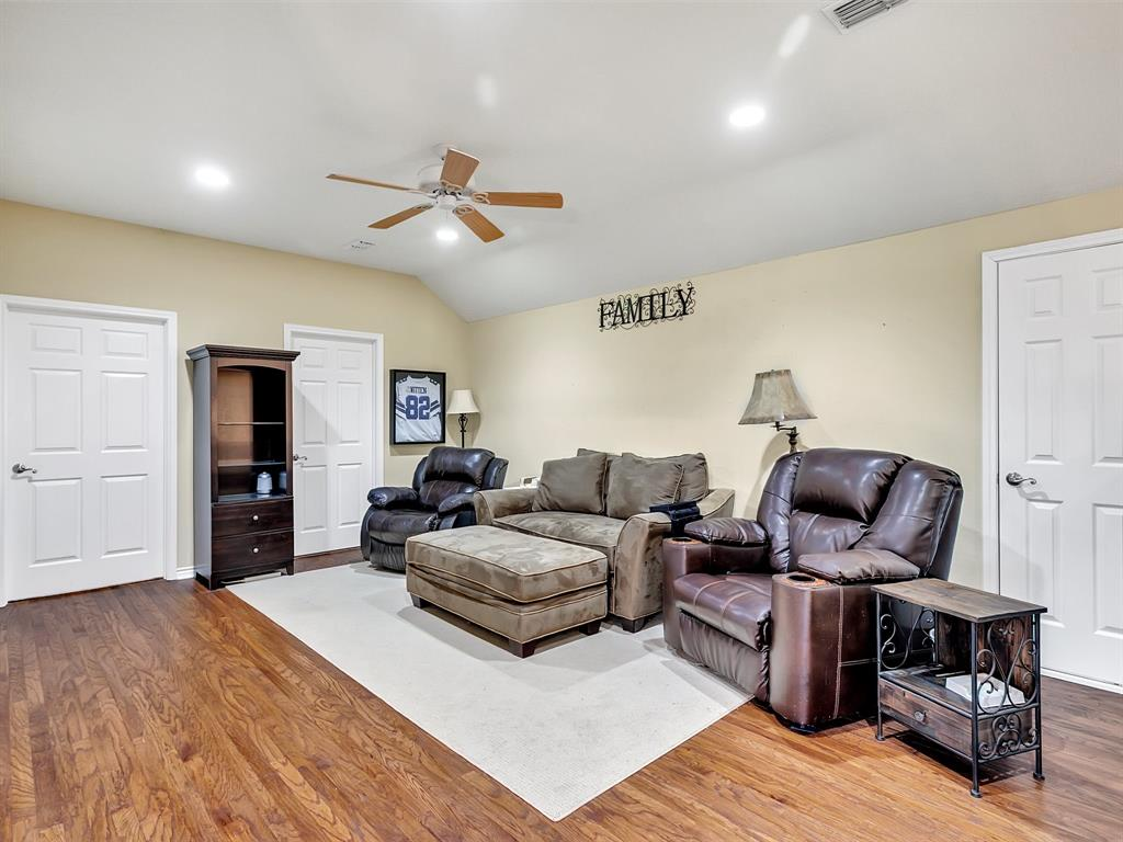 22 Whispering Oaks Drive, Denison, Texas 75020 - acquisto real estate best realtor dallas texas linda miller agent for cultural buyers