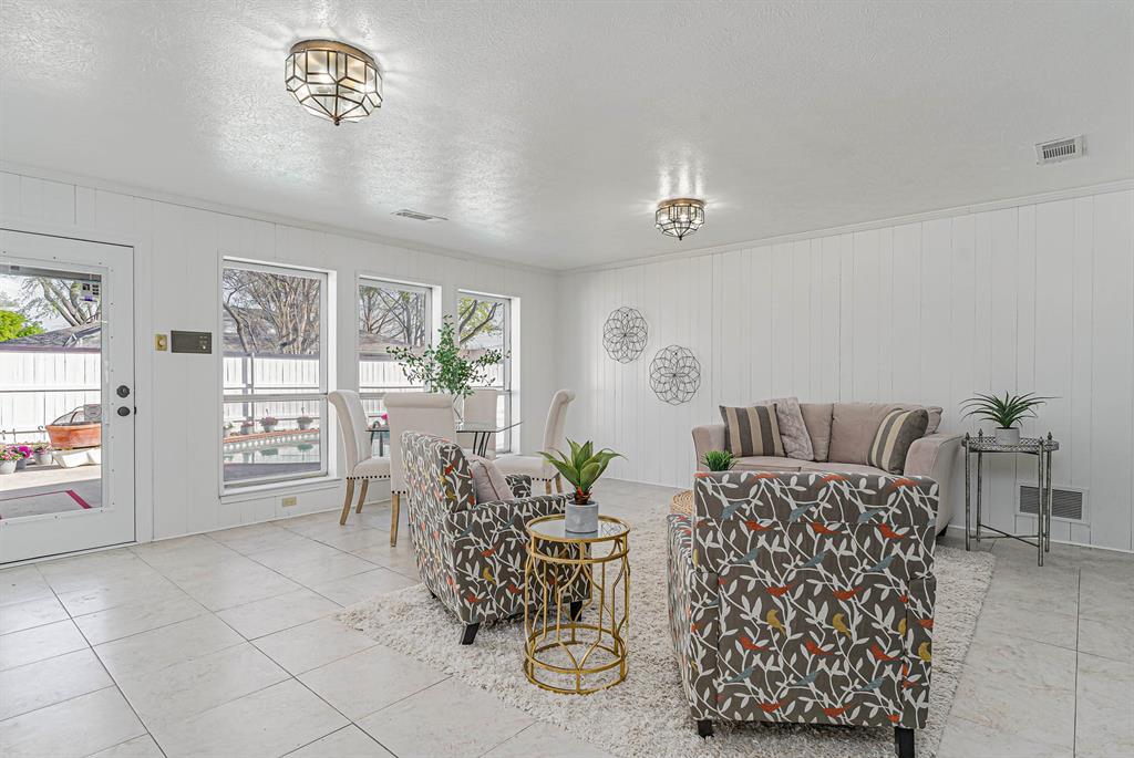 1300 Chesterton  Drive, Richardson, Texas 75080 - acquisto real estate best celina realtor logan lawrence best dressed realtor